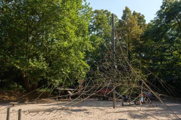 Spielplatz im Schlossgarten am See